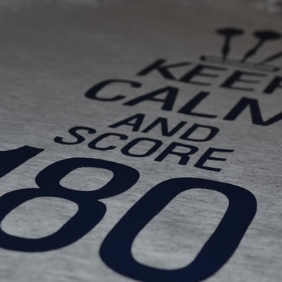 keep calm an score 180 Transferdruck T-Shirt Dart